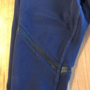 Navy Alo leggings with black inset